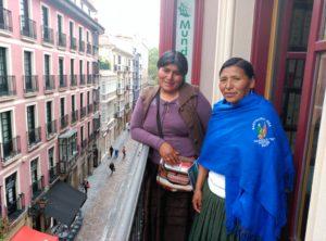 Irma Aruquipa Catari y Teodosia Benavidez Condori visitaron la sede de Mundubat en Bilbao.