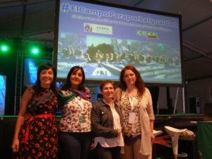 Carmen Rodríguez, responsable del Eje de Soberanía Alimentaria de la Fundación Mundubat, con la Presidenta de CERES, Inmaculada Idañéz, y dos agricultoras que han participado en las talleres para recopilar los datos de la investigación sobre las mujeres en el mundo rural español.