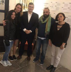 Delegación de la campaña La Otra Jerusalén con el diputado Jan Lipavsky