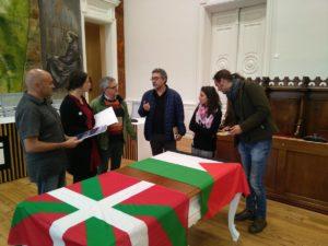La activista palestina Dalia Nassar en su visita al Ayuntamiento de Hernani, Euskal Herria, donde presentó la campaña La Otra Jerusalén.