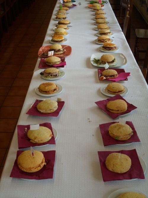 Más de 50 personas participaron en el Primer Concurso de Bokatas, en Maruri-Jatabe, Bizkaia.